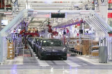 Не только Samsung и Foxconn. Завод Tesla Gigafactory 3 в Шанхае тоже закроют до 9 февраля в рамках борьбы с распространением коронавируса