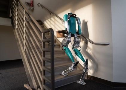 Agility Robotics начала продажи человекоподобного робота Digit. Первым клиентом компании стал американский автопроизводитель Ford