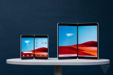 Наглядная демонстрация работы интерфейса складного смартфона Microsoft Surface Duo с двумя экранами