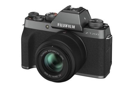 Fujifilm анонсировала беззеркальную камеру X-T200 с улучшенными возможностями по съёмке видео
