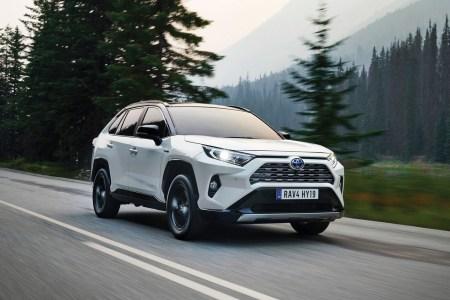 В 2019 году в Украине продали 9 тыс. гибридных автомобилей (40% — новых), что на 74% больше показателей предыдущего года. Однозначный лидер — Toyota