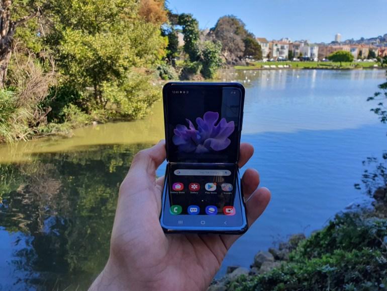 Первый взгляд на Samsung Galaxy Z Flip
