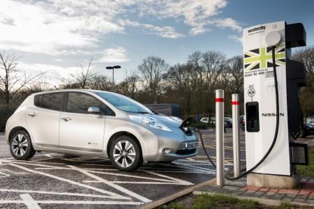 Великобритания решила запретить продажи бензиновых, дизельных и гибридных автомобилей с 2035 года (на 5 лет раньше, чем планировала)