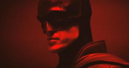 Режиссер нового «Бэтмена» показал, как выглядит Роберт Паттинсон в костюме Темного Рыцаря [видео]