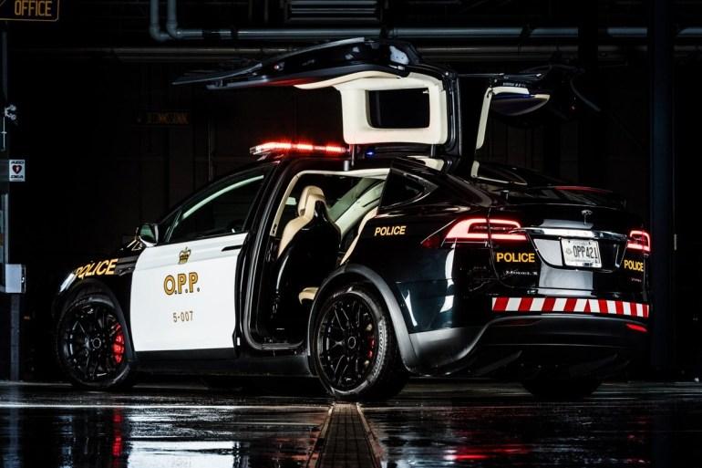 Канадские полицейские показали, как может выглядеть патрульный автомобиль на основе Tesla Cybertruck (и поинтересовались мнением Илона Маска)