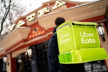 Сервис доставки еды Uber Eats подвел итоги года работы в Украине: 3 города, 800 ресторанов и 250 тонн еды