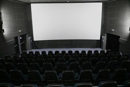 «Кина не будет». В Киеве закрыли кинотеатры, театры и центры искусства — до завершения карантина