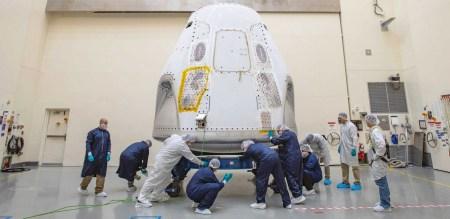 Первый пилотируемый полет корабля SpaceX Crew Dragon к МКС оказался под угрозой переноса
