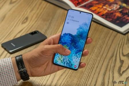 Смартфоны Samsung Galaxy S20 продаются вдвое хуже предшественников Galaxy S10