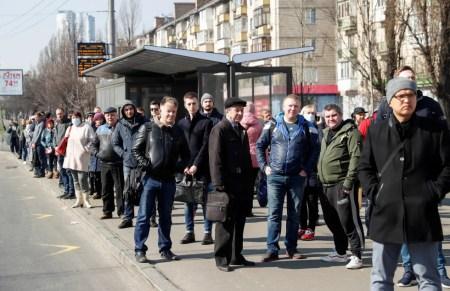 Киев готовится к введению чрезвычайной ситуации из-за коронавируса, но паниковать не стоит (фактически ее ввели на прошлой неделе)