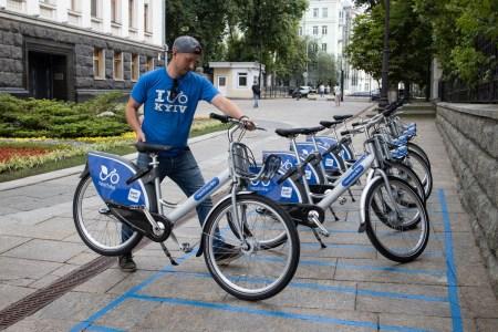 Сегодня в Киеве начал работать сервис проката велосипедов Nextbike. Запуск провели на две недели раньше из-за ограничений работы транспорта