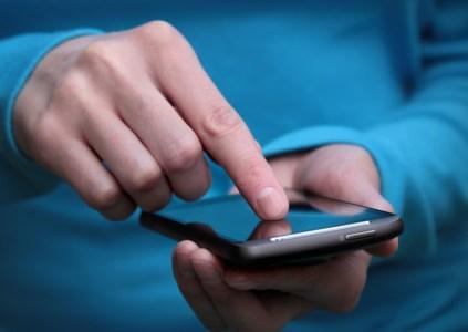МВД может начать контролировать соблюдение украинцами карантина с помощью мониторинга мобильных сетей и смартфонов