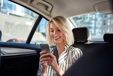 «Телефоны, кошельки и сумки»: Uber опубликовал ежегодный рейтинг забытых вещей: самые забывчивые в Украине — киевляне, в Европе — итальянцы