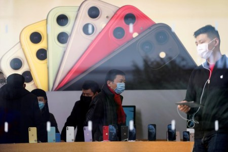 После неудачного февраля продажи смартфонов в Китае взлетели на 241% (до 21,8 млн штук), а объем реализованных Apple iPhone вырос впятеро