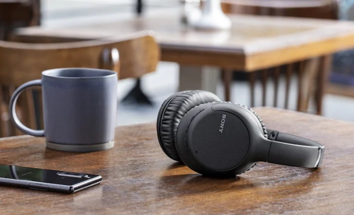 Sony анонсировала беспроводные наушники WF-XB700 и WH-CH710N