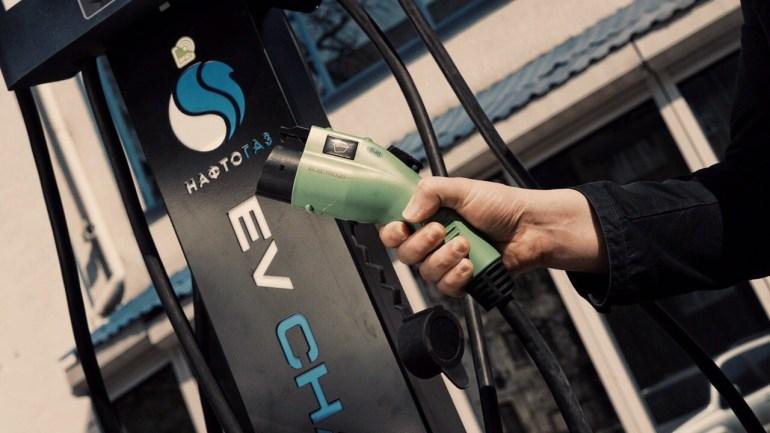 """НАК """"Нафтогаз"""" открыл первую зарядную станцию для электромобилей WeEnergy и в случае успеха пилотного проекта собирается запустить сеть зарядок по всей Украине"""