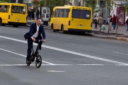 В КГГА собираются обустроить в Киеве сеть временных велосипедных дорожек, при наличии финансирования на это уйдет всего 2-3 месяца