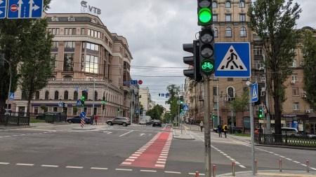 В Киеве установили первые велосипедные светофоры на перекрестке Пушкинской с бульваром Тараса Шевченко