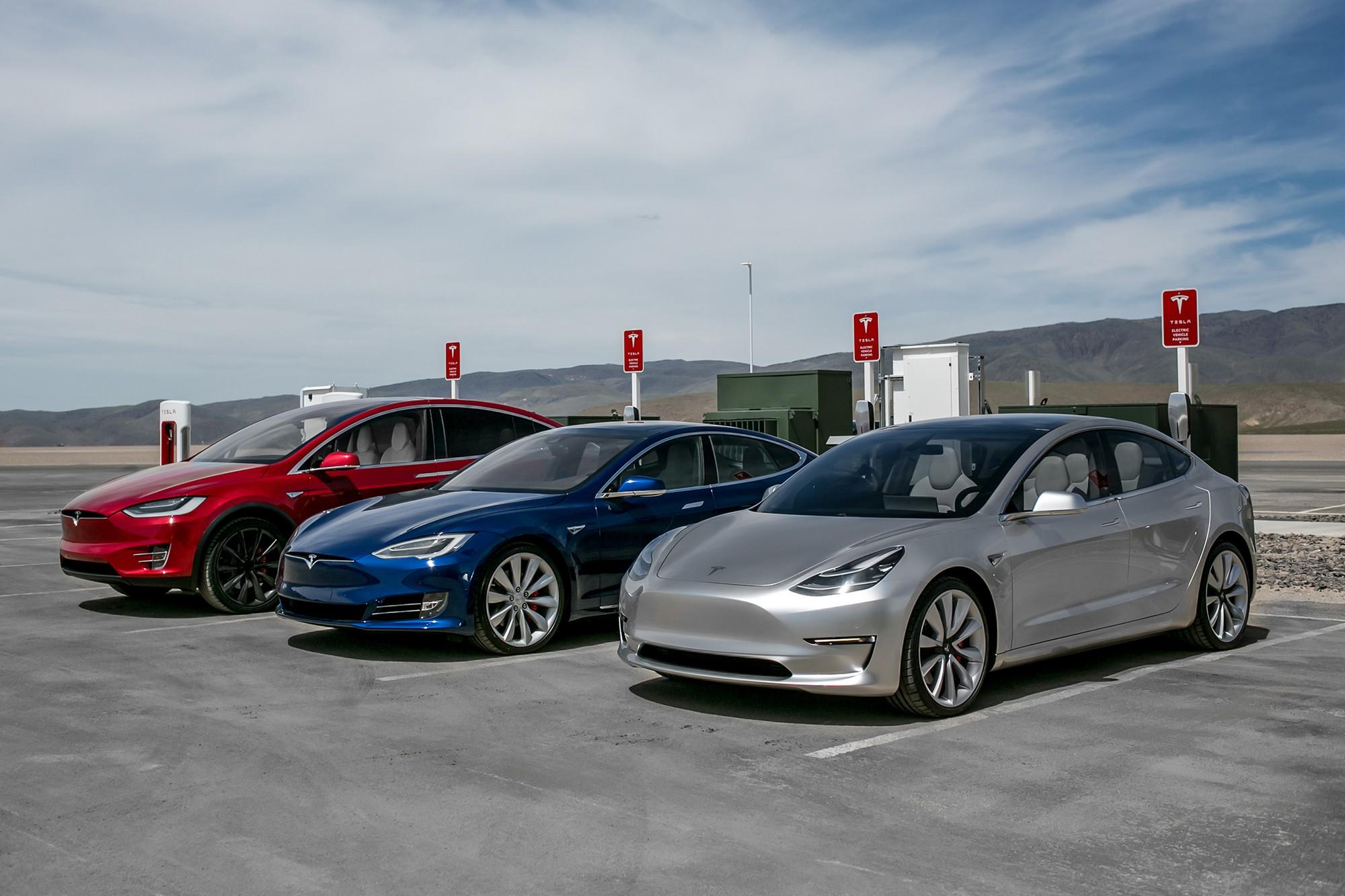 Tesla снизила стоимость своих электромобилей Model 3 теперь дешевле на $2,000 а Model S и Model X — на $5,000