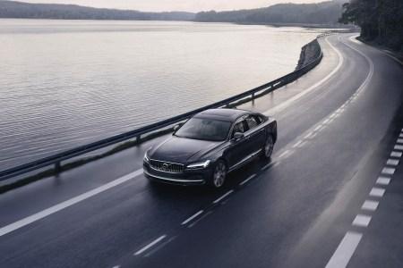 Volvo ограничила максимальную скорость новых автомобилей на отметке 180 км/ч и оснастила их системой Care Key, которая позволяет владельцу снизить данный лимит еще больше