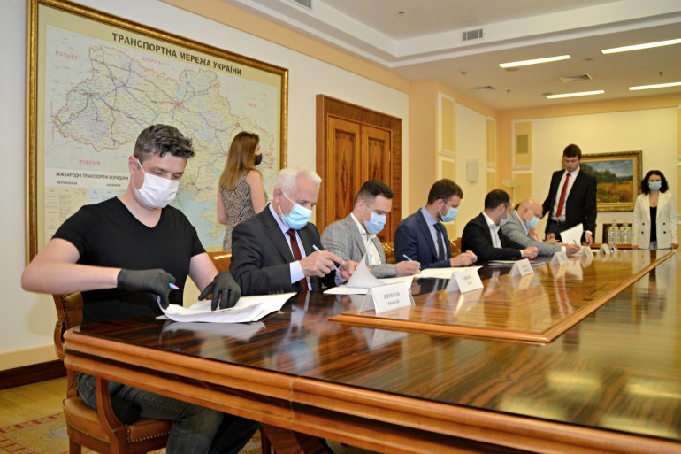 """Мининфраструктуры, Минцифры, НКРСИ и Укравтодор подписали меморандум о создании в Украине """"умных дорог"""""""