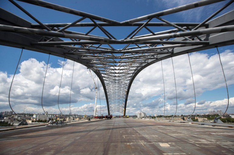 Виталий Кличко показал как строят Подольско-Воскресенский мост и опять пообещал открыть его для автомобилей до конца года [видео]