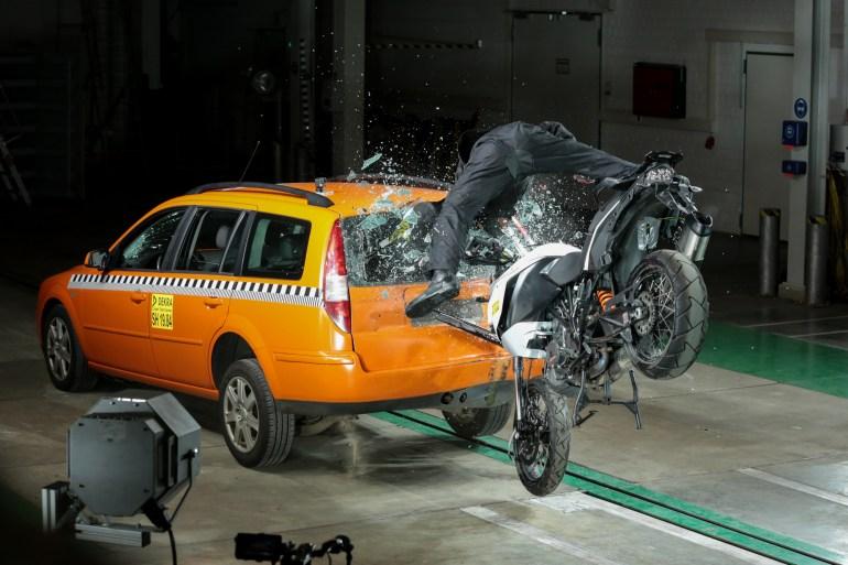 Bosch с помощью системы Help Connect внедряет автоматические вызовы экстренной помощи для мотоциклистов в случае ДТП