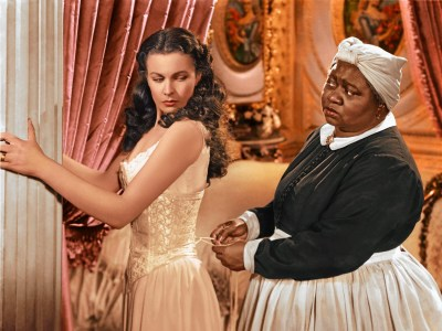 Стриминговый сервис HBO Max временно убрал из своей библиотеки классический фильм «Унесенные ветром» из-за расистских сцен. Его обещают вернуть обратно после «обсуждения и осуждения»