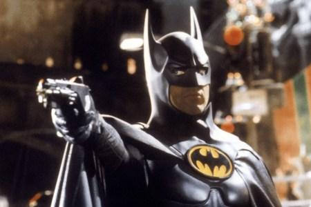 THR: Майкл Китон ведет переговоры о возвращении к роли Бэтмена, которого играл еще в 90-х годах прошлого века в фильмах Тима Бёртона