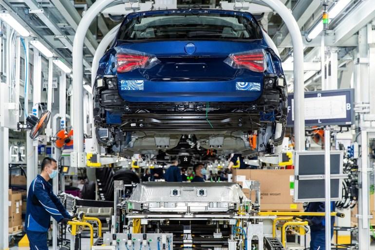 В Китае собрали первые 200 электрокроссоверов BMW iX3, серийную сборку запустят в конце лета, а отгрузку клиентам - до конца года