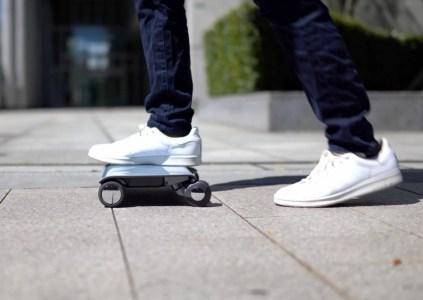 Необычный электроскутер Walkcar, напоминающий ноутбук с колёсиками, поступил в продажу по цене $1840