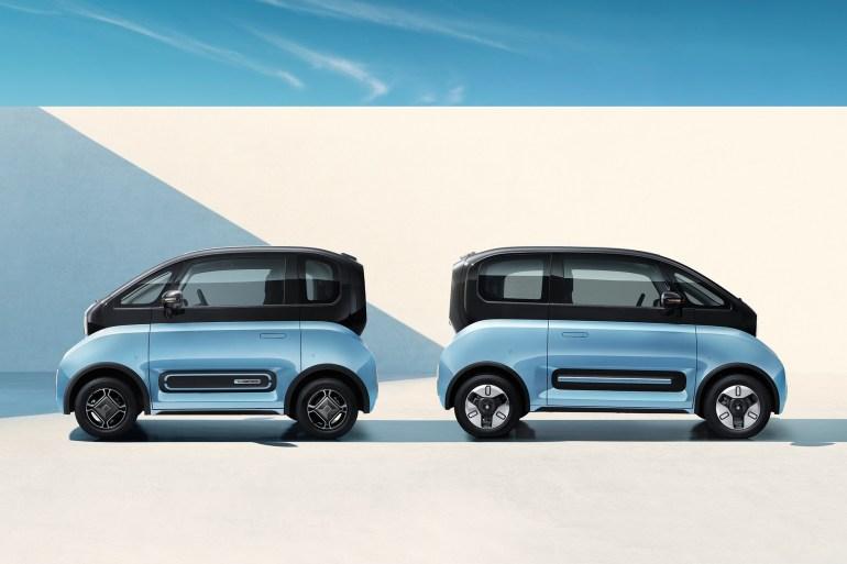 Китайско-американский бренд Baojun представил пару электрических сити-каров E300 и E300 Plus с запасом хода до 300 км по цене от $9 тыс.