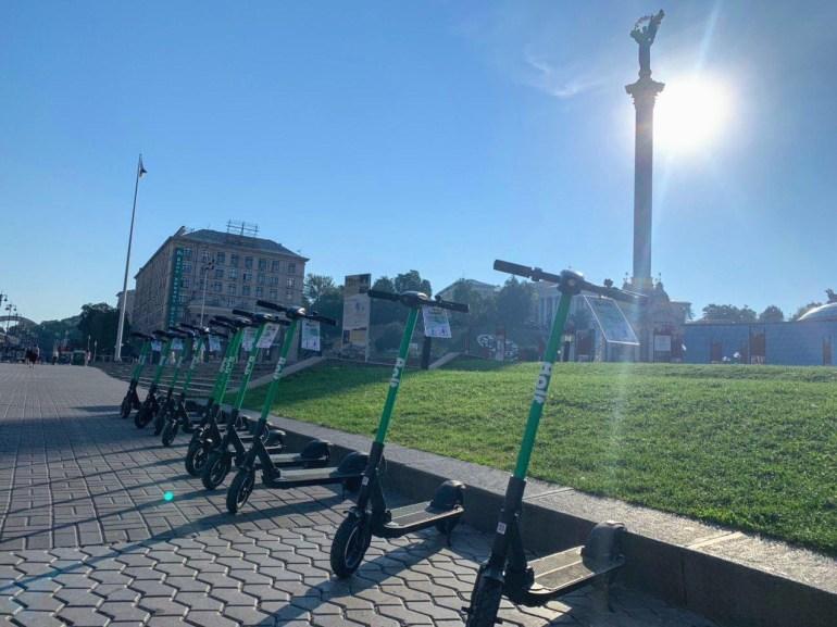 Сервис Bolt запустил в Киеве прокат электросамокатов, минута поездки стоит 4,9 грн (+ разблокировка 29 грн), аренда на весь день - 600 грн