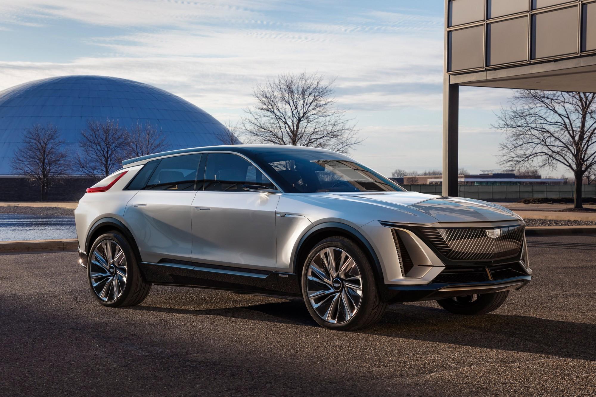 GM представил концепт премиального электрокроссовера Cadillac Lyriq с батареей на 100 кВтч запасом хода до 500 км и 33-дюймовым дисплеем в салоне