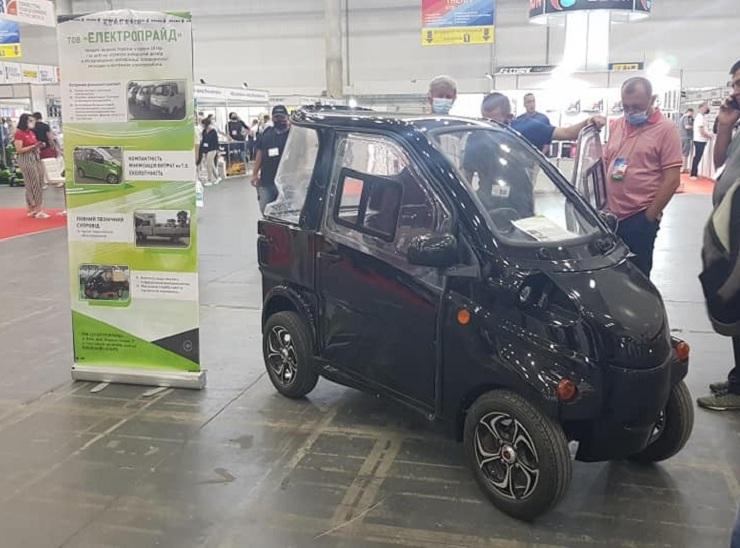 Украинская компания «Электропрайд» представила электромобиль ELMIZ mini стоимостью $5000, собирать его планируют в Киеве (на их сайте можно найти еще две модели - Konyk и Volyk)