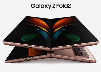 Samsung анонсировала складной смартфон Galaxy Z Fold2 с более крупными дисплеями и улучшенной камерой