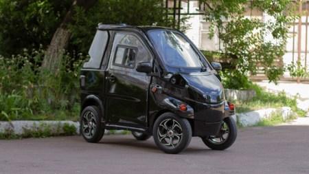 Украинская компания «Электропрайд» представила электромобиль ELMIZ mini стоимостью $5000, собирать его планируют в Киеве (на их сайте можно найти еще две модели — Konyk и Volyk)