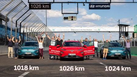 Три команды на электрокроссоверах Hyundai Kona Electric смогли проехать больше 1000 км от одного заряда батареи на 64 кВтч (стандартный запас хода — 450 км)