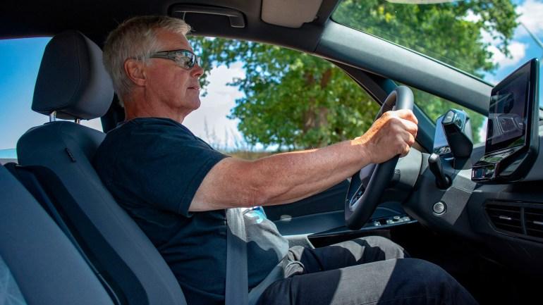 Электромобиль Volkswagen ID.3 смог проехать 531 км от одного заряда батареи емкостью 58 кВтч, что на 26% больше официального показателя 420 км [видео]