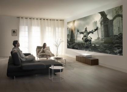 Samsung представил ультракороткофокусный лазерный 4K-проектор The Premiere, который можно размещать прямо перед экраном