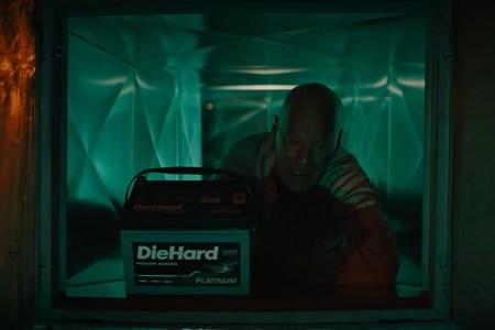 Брюс Уиллис выпустил новый Die Hard / «Крепкий орешек» (к сожалению, это всего лишь реклама одноименных аккумуляторов)