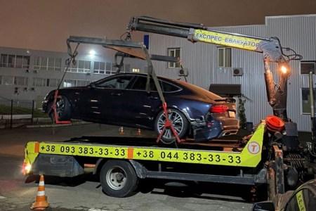 Драйвер Uklon проехал на красный и разбил клиенту автомобиль. Компания прописала в соглашении пункт, освобождающий ее от любой ответственности