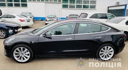 Покатался на все деньги. Одесскому автомойщику грозит до пяти лет тюрьмы за несанкционированный тест-драйв Tesla Model 3
