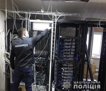 Киберполиция Украины разоблачила организатора нелегального ОТТ-сервиса с сотнями телеканалов, услугами которого пользовалось около миллиона абонентов