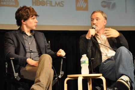 Netflix подписал эксклюзивный четырехлетний контракт с Дэвидом Финчером, снявшим «Бойцовский клуб», «Социальную сеть», «Карточный домик», «Охотник за разумом» и др.