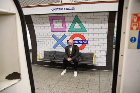 Лондонская подземка преобразилась к выходу PS5 — Sony изящно украсила станции традиционными иконками PlayStation
