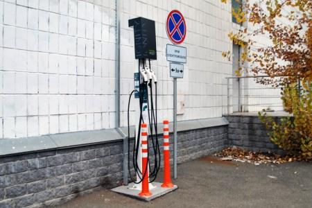 Сеть IONITY начала устанавливать зарядные станции для электромобилей на площадках «Укртелекома» (в Киеве их уже семь)