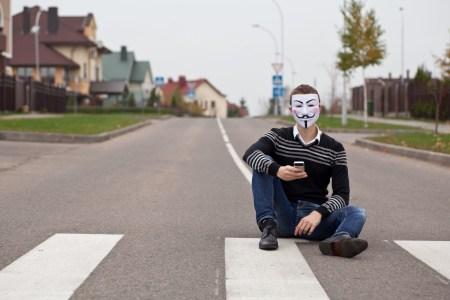 Мошенничество: украинцам через «Нову пошту» отправляют «украшения» с оплатой наложенным платежом