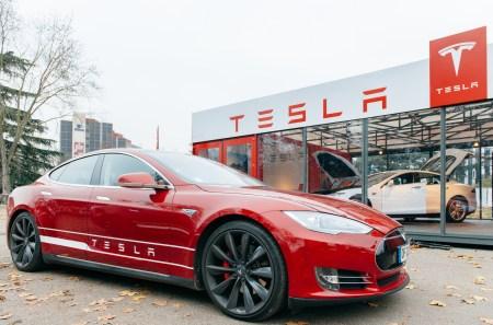 Акции Tesla взлетели после объявления о включении компании в индекс S&P 500