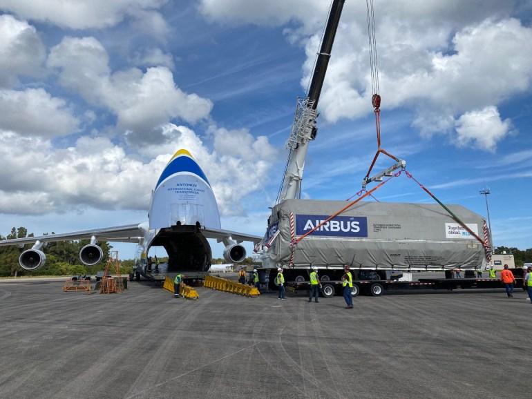 """Украинский транспортный самолет Ан-124 """"Руслан"""" перевез из Франции в США спутник для компании SpaceX"""